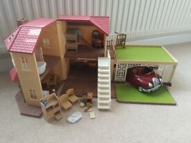 Sylvanian Families Maple Manor with Carport, Car and accessories
