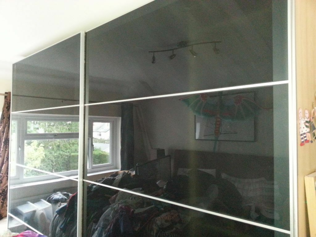 Sliding wardrobe doors grey glass ikea pax uggdal for Sliding glass doors gumtree