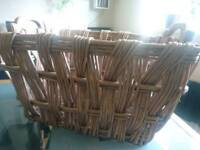 LARGE WICKER BASKET WITH WOODEN HANDLES