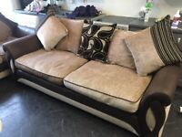 DESIGNER DFS TWO PIECE 3 & 2 SOFA SET REAL NICE VERY COMFY BEEN FULL CLEANED