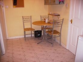 Single Room to Let in Large 4 bedroom house in Leith Available now
