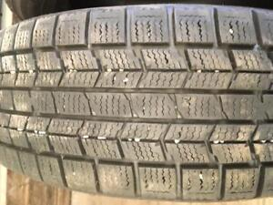 3 pneus d hiver 185/60r15 dunlop