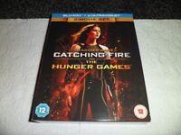 THE HUNGER GAMES + CATCHING FIRE ( BLURAY )