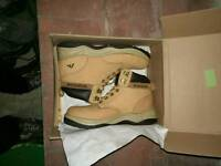 Rigour safety boots size 11