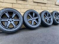 Land Rover Freelander 2 / Evoque 19 inch alloy wheels in gloss black!