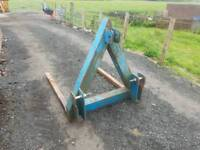 Tractor three point linkage rear pallet forks