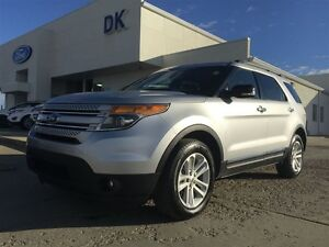 2014 Ford Explorer XLT AWD with Leather  Navigation and  Low KM
