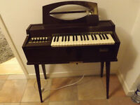 Magnus Electronic Organ Model 401 - Bargain £30 ono