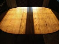 Ideal for Xmas! Solid oak table & chairs