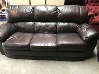STUNNING LUXURIOUS LEATHER SOFA & RECLINING ARMCHAIR