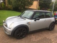Mini Cooper 1600 Silver / Black / Only 1 Previous, Owner Low Mileage