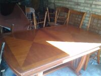 Quick sale!!!!Yew wood dining table,160-205 CM,extendable,verly long,sit up to 10