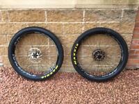 Mountain bike wheel set boost plus hope Raceface maxxis sram
