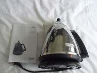 NEW & BOXED - DELONGHI ARGENTO KETTLE IN POLISHED STEEL