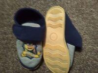 boys minion slippers size 12