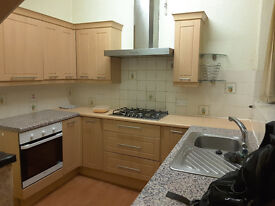 A highly recommended double bedroom in Southsea; close to shops, bus-stops & Fratton train station.