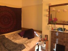 Large double bedroom in student house, one minute walk from tesco express and town centre.