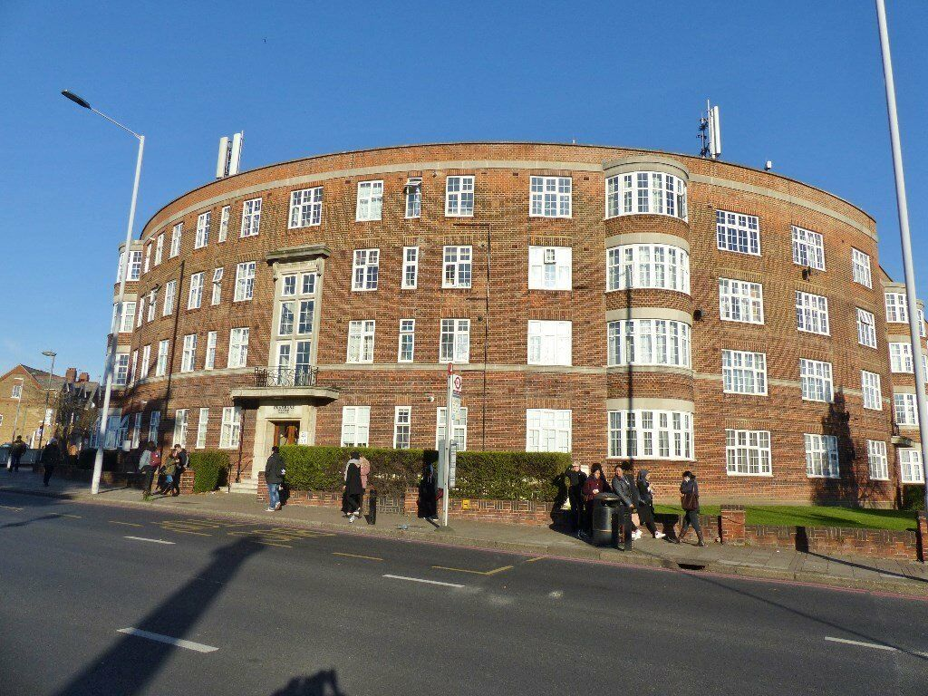 The Burroughs, Hendon - 2 double bedroom second floor flat close to Hendon Central Tube