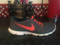 Men's Nike running shoes size 11