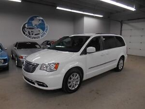 2014 Chrysler Town & Country TOURING! FINANCING AVAILABLE!