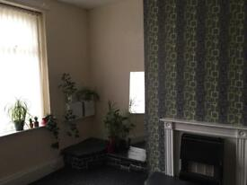 2 bed flat to Rent £370 per month bond required BD5 area