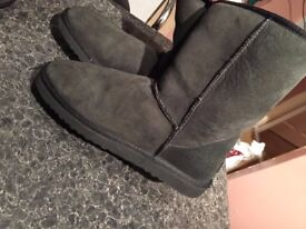 UGG BOOTS MAN AS NEW IN A SHOP £190 ONLY £30!!!! SIZE 9.5