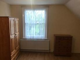 Very Large Room available to rent £600 catford