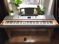 Yamaha DGX 620 keyboard with stand