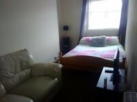 FULLY FURNISHED DOUBLE ROOM, CENTRAL WSM, KITCHEN, SHOWER ROOM, SAFE & SECURE £110 PER WEEK ALL INC.