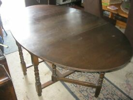 VINTAGE LARGE OAK FOLDING OVAL TABLE. DUAL GATELEG. GREAT SPACE SAVER. VIEWING/DELIVERY AVAILABLE
