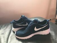 Nike Rosha Run 2 (Size 9) Navy