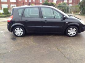 2004 black 1.4 Renault scenic long mot