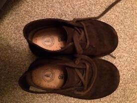 Clarks size 8 brown shoe