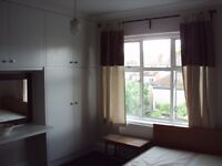 Nice Double room with huge wardrobe in Female hoouse