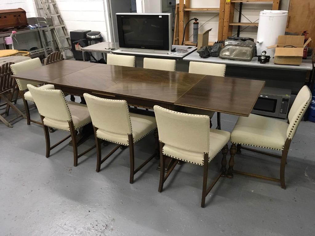 Stunning solid wood draw leaf 4-8 person dining table with 8 matching chairs