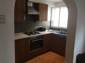 Large 2 dbl bed flat available now in old Kent road. Must see. Both double bedrooms.