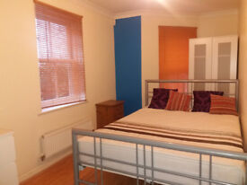 ** Short Term Lets - Double Room + Shower To Let In Christchurch **