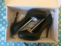 Aldo black leather high heel shoes NEW. Size 6-EU 39