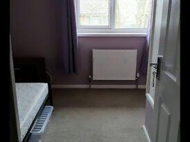 Nice sized single room in Havant.