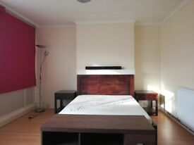 Spacious Double room with balcony for Short-term Only