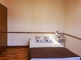 AVAILABLE DOUBLE ROOM AT ANGEL STATION £180PW