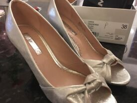 Silver shoes Kurt Geiger, size 5