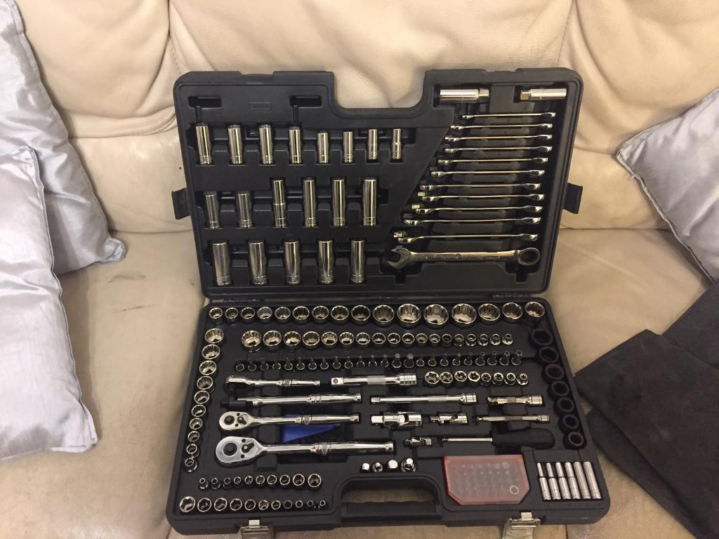 Halfords advanced 200 piece tool set