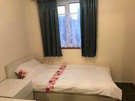 Ultra convenient single bedroom in west Wimbledon