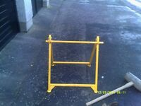 CABLE OR ROPE STAND AND RUBBER MALLET