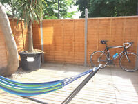 Double Rooms in 4-Bedroom House Share close to Old Street Tube, overlooking Shoreditch Park N1 5DD