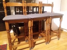 4 pine bar stools, 90 pounds