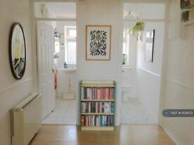 3 bedroom flat in Hanover Court, London, SE19 (3 bed) (#1101870)