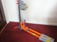 Hot wheels vertical velocity race track & 2 cars. Excellent condition