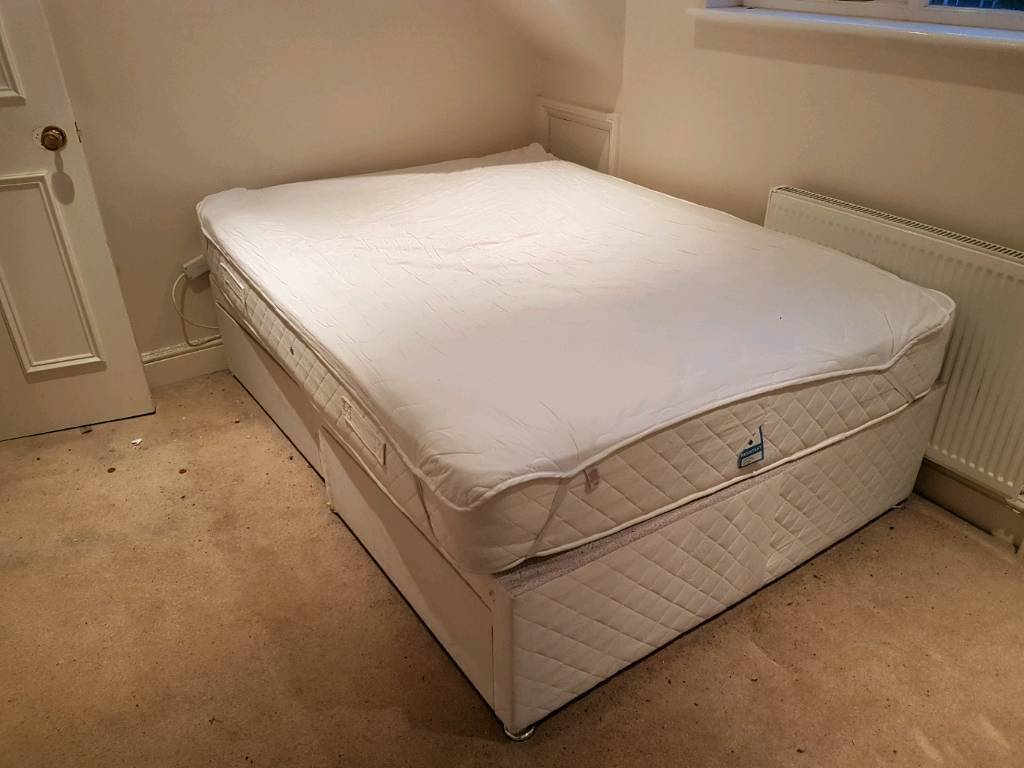 Double pocket spring mattress and base with draws